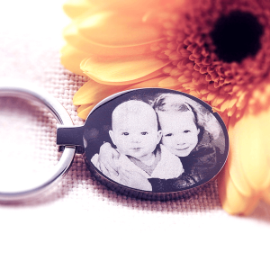 Oval engraved photo keyring